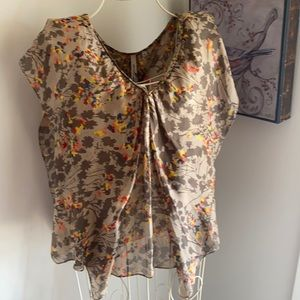 Lovely silk Piper top.  16-18